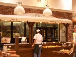 横浜ワールドポーターズ1Fにある、人気のパン屋さんベーカリーカフェ Le Bon Pain ル・ボ・パンの横浜煉瓦パン