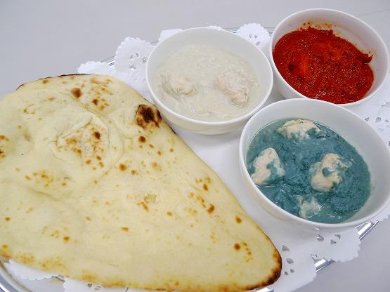 オホーツク3色カリー(青白赤)&手焼きナン 青いカレーにびっくり。