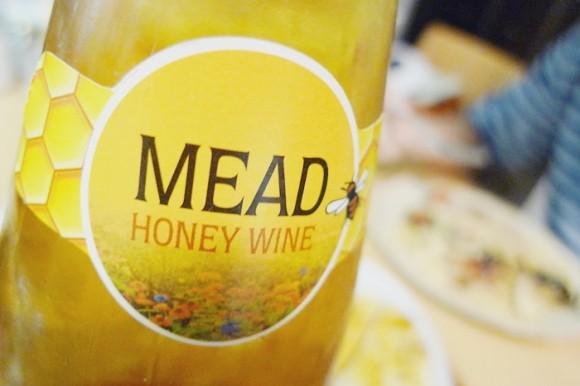 ハニーワイン「ドクターディムースハニーワインMEAD HONEY WINE」は甘くて幸せな気持ちになるワイン