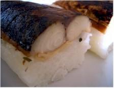 北前船のカワモトの若狭名産「焼きさば鮨」は大葉が入ってさっぱり食べられます。