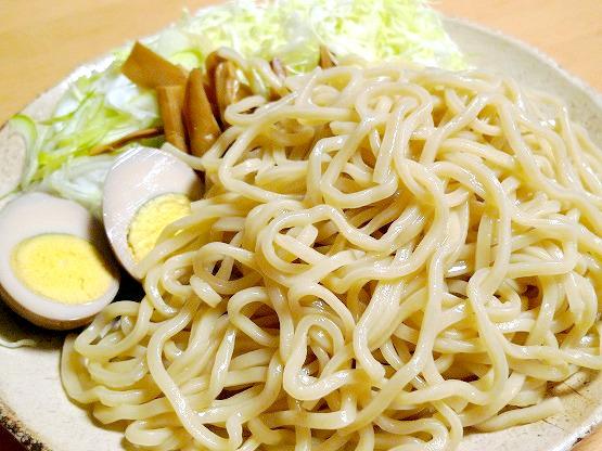 行列のできるラーメン屋さん田ぶしのつけ麺は、もちもち!