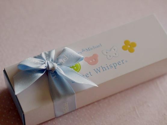 バレンタインチョコレート6個目 モロゾフ「アレックス&マイケル スイートウィスパー」優しい色使いのボタンチョコ