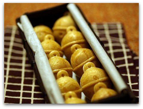 福岡「鈴懸」の可愛い鈴の形の最中鈴乃最中 おてづめ「すず籠」