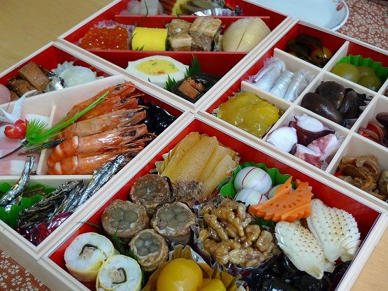 おせちと、関東風お雑煮で元旦をすごしました。